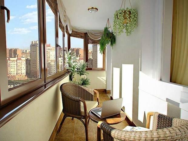 Оформление балкона, фото отображает интерьер с теплой гаммой.